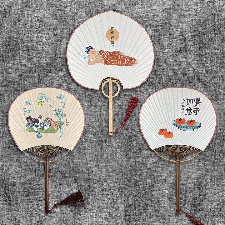 中图网文创——宣纸团扇,手工制作,细竹、实木、宣纸配上富有意趣的诙谐图画,让您的夏日多一丝清凉、多一点趣味!