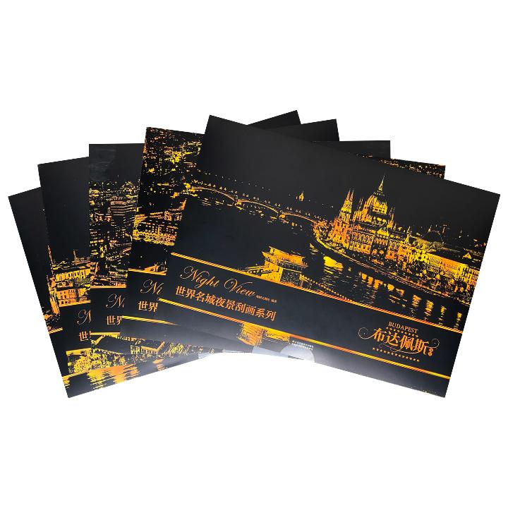 世界绝美夜景,由你一笔一笔点亮!世界名城夜景刮画·欧洲5套,伦敦、布达佩斯、佛罗伦萨、汉堡、科隆,每一座城市配有2张图案不同的夜景刮画板和一支专用刮画笔,无需购买颜料和美术工具,不用头疼颜色的搭配,印有灰色图案的夜景刮画板里隐藏着地标性的世界名城夜景,用刮画笔沿着灰色部分刮下涂层,就能完成一幅出色的世界名城夜景图。410mm*285mm,真正大尺寸,刮绘完成之后,稍作装裱,用于家居装饰个性十足,亦可赠送亲朋传情达意。定价490元,现团购价49元包邮!